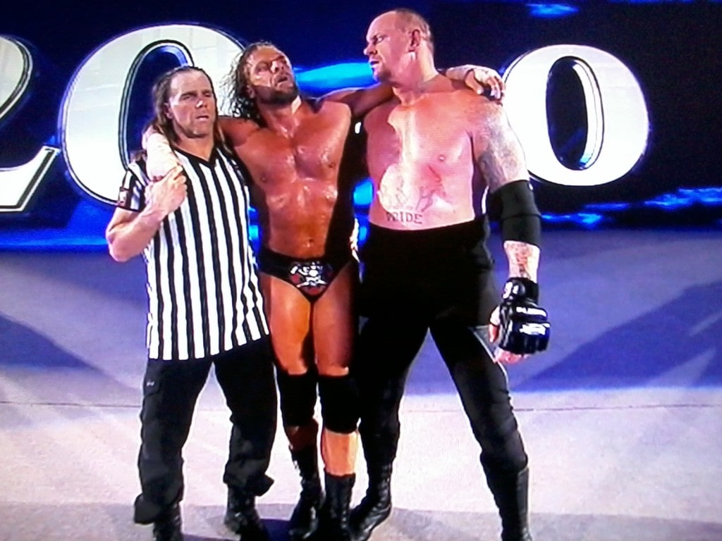 undertaker-helping-triple-H-wwe-30313461-1600-1200 this week in wwe - undertaker helping triple H wwe 30313461 1600 1200 1024x768 - This Week in WWE #20 – Questions That Need To Be Answered in 2013